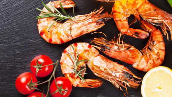 Cocktail de crevettes grillées et salsa méditerranéenne