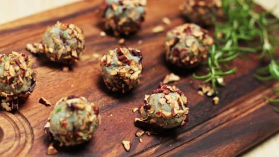 raisins en croûte de pacanes et de fromage bleu