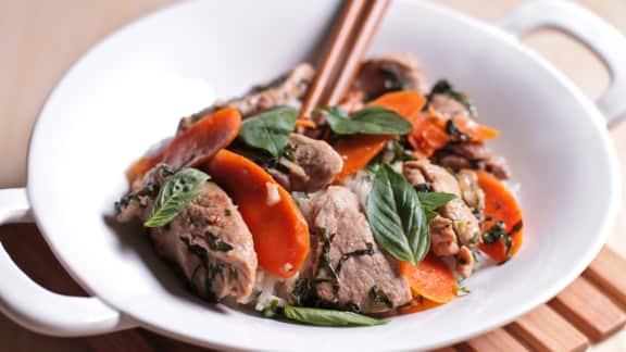 porc épicé au basilic thaï