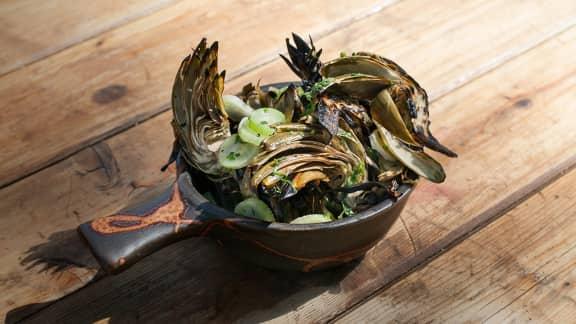 crevettes papillon, sauce cocktail et artichauts grillés