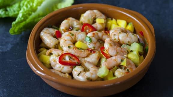 salsa aux fruits exotiques et aux crevettes fraîches