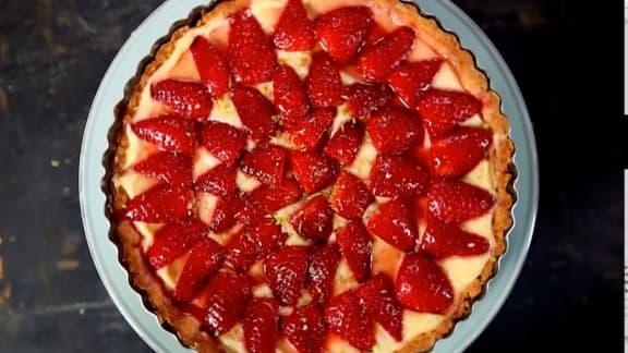 Tarte aux fraises crème citron vert et gelée de groseilles
