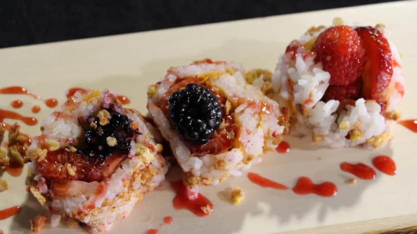 maki dessert aux petits fruits, au yogourt et au granola