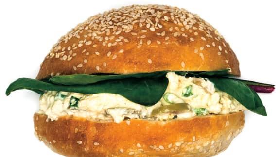 Délicieux sandwich à la tartinade de tofu