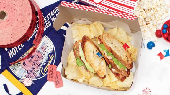 Club sandwich au poulet, prosciutto et tomates séchées