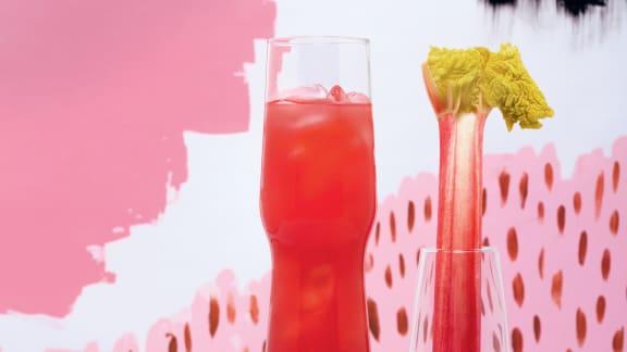 Agua fresca aux fraises, à la rhubarbe et aux graines de coriandre