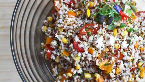 Salade d'orge et multigrains, légumes croquants et fromage feta