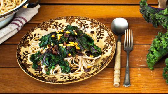 Sauce au kale, aux pignons et raisins secs