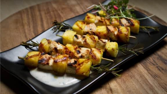 Minibrochettes d'ananas et de poulet