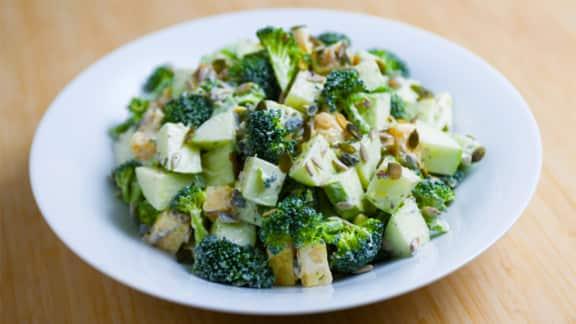 Salade de pommes vertes, brocoli et cheddar
