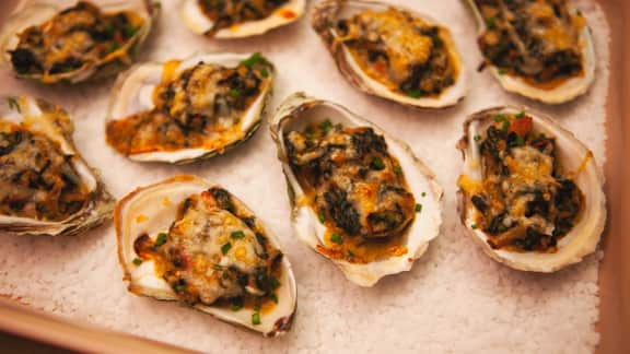Huîtres chaudes au parmesan, épinards et poireaux