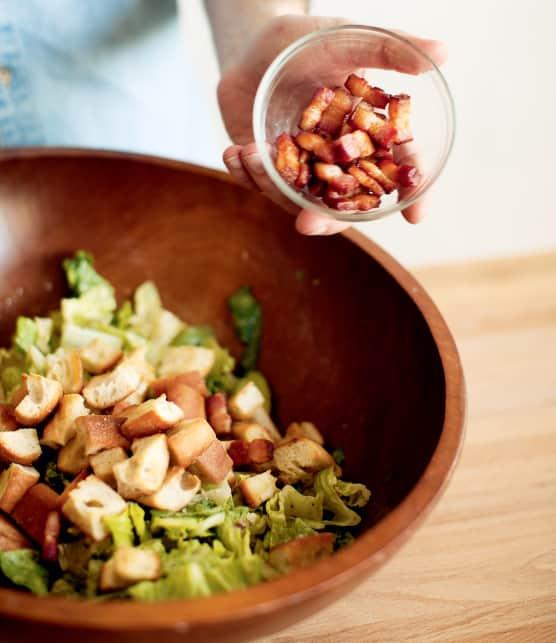 Préparer la VRAIE salade César en 4 étapes faciles