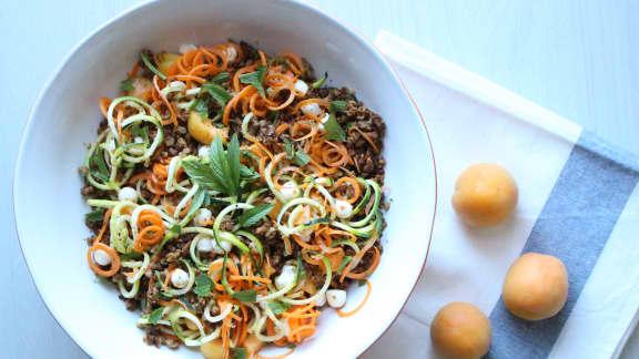 Salade de spirales de légumes aux abricots, bocconcini et menthe