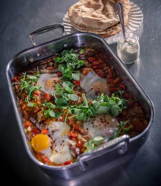 Menemen aux merguez, poivrons et œufs au plat