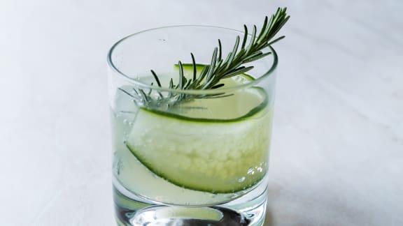 Gin concombre, kombucha et romarin