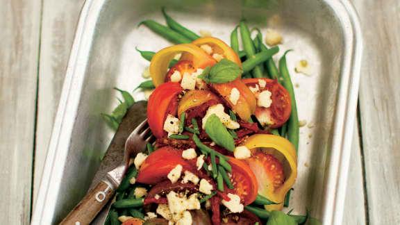 Salade de tomates et de haricots verts au cheddar