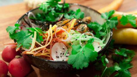 Recette de bol de poké au saumon mariné