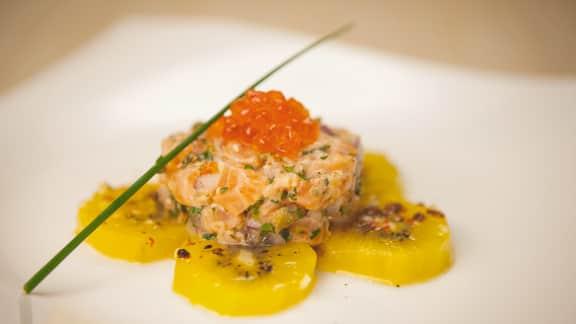 Tartare de saumon aux kiwis marinés