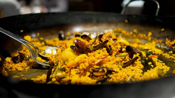 Paella aux moules fraîches