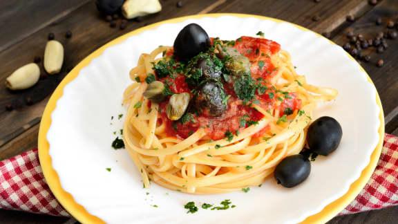 Sauce tomate, olives et câprons