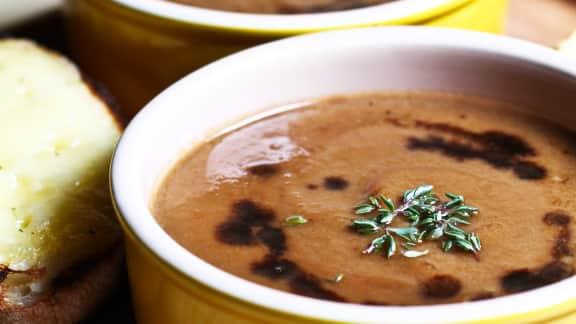 Soupe aux oignons caramélisés et au Marsala