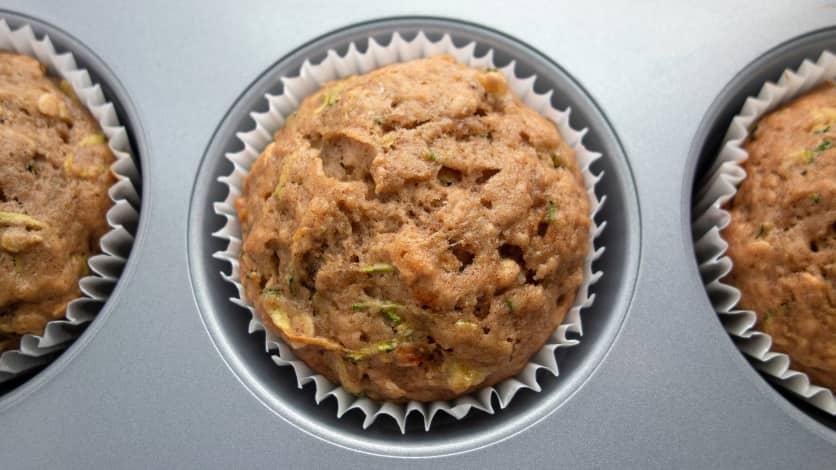 Muffins aux courgettes, au blé et aux raisins secs