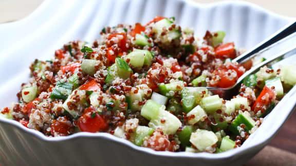 recette de salade de quinoa simple et facile foodlavie. Black Bedroom Furniture Sets. Home Design Ideas