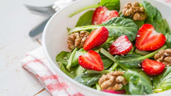 recette simple de salade d 39 pinards fraises foodlavie. Black Bedroom Furniture Sets. Home Design Ideas