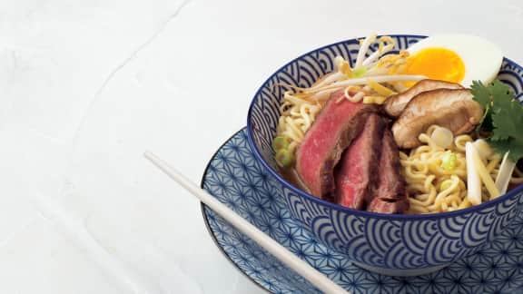 Soupe ramen aux lanières de bœuf
