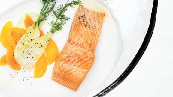 Saumon confit dans l'huile d'olive et sa salade de suprêmes d'oranges