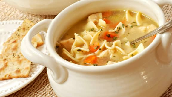 Soupe poulet et nouilles réconfortante