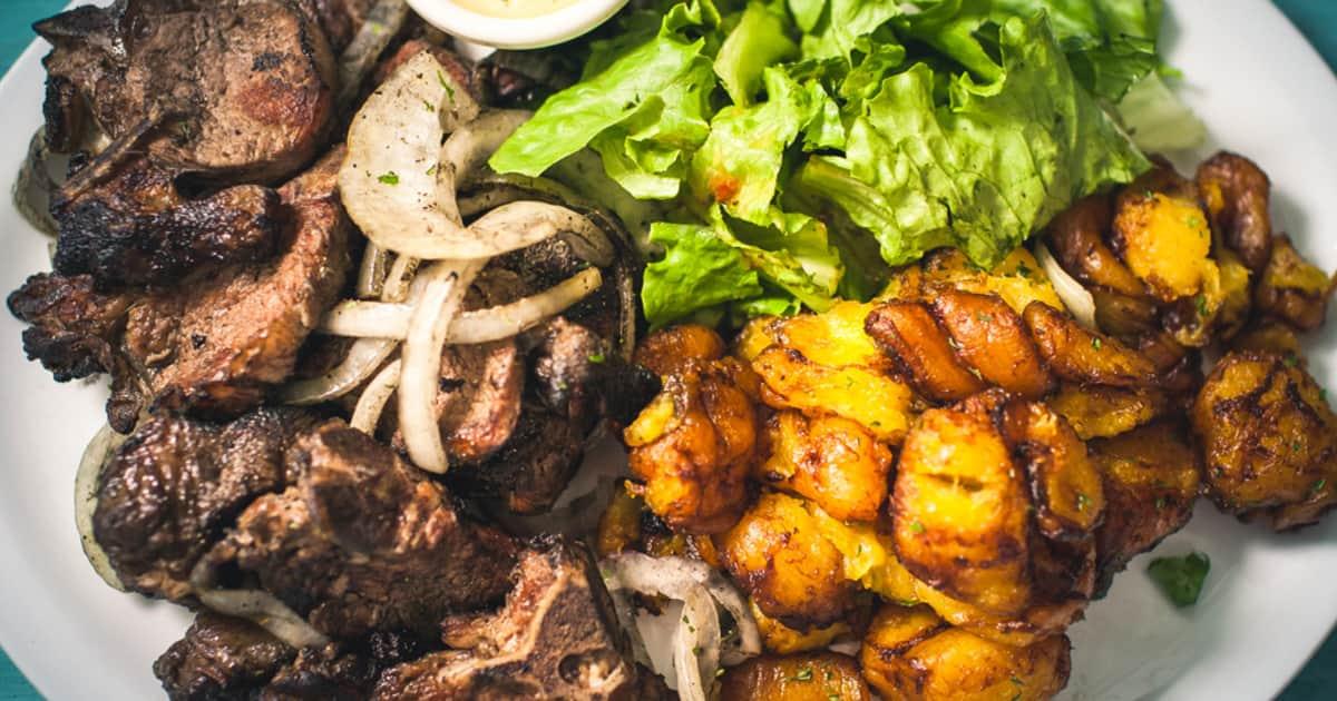 Dibi Aloco Agneau Grille Avec Bananes Plantains Frites Foodlavie