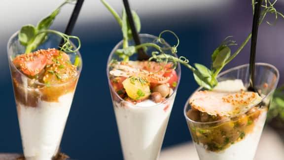 salade de homard, tomates et fraises vertes, pois fourrager, pois vert, caméline et verveine citronnée