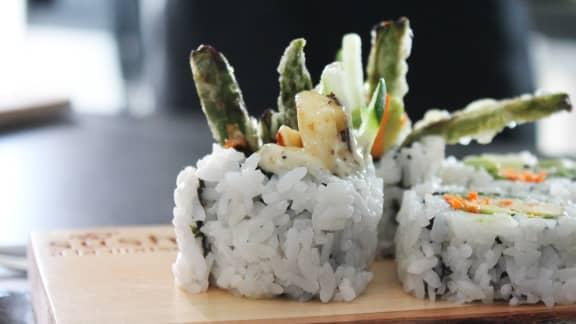 Maki végétarien aux asperges tempura et fromage à griller