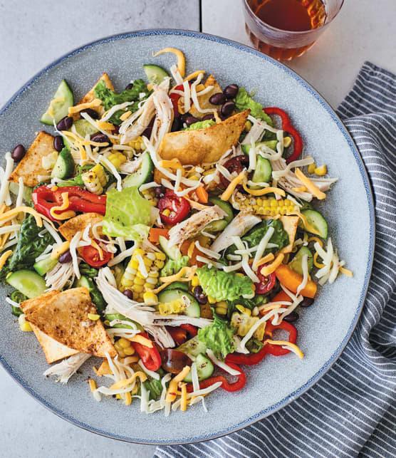 Salade style taco au poulet,  au maïs et aux haricots noirs