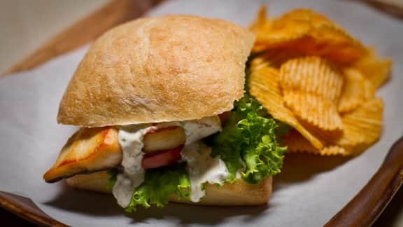 Sandwich de maquereau frit épicé