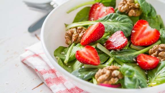 Salade d'épinards et de fraises à l'érable