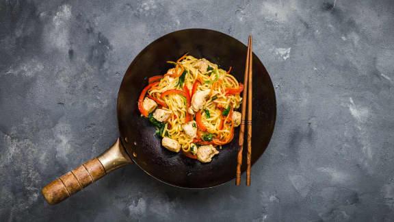 Lundi : Sauté de poulet et nouilles de Shanghai