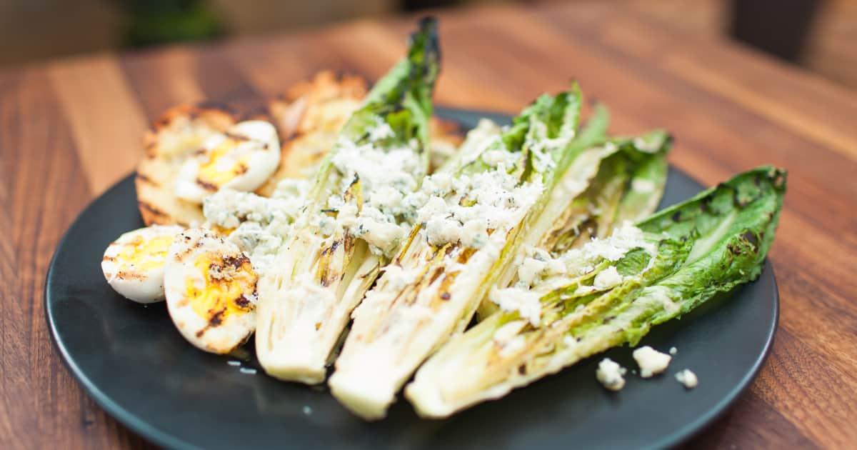 recette de salade c sar grill e au fromage bleu foodlavie. Black Bedroom Furniture Sets. Home Design Ideas
