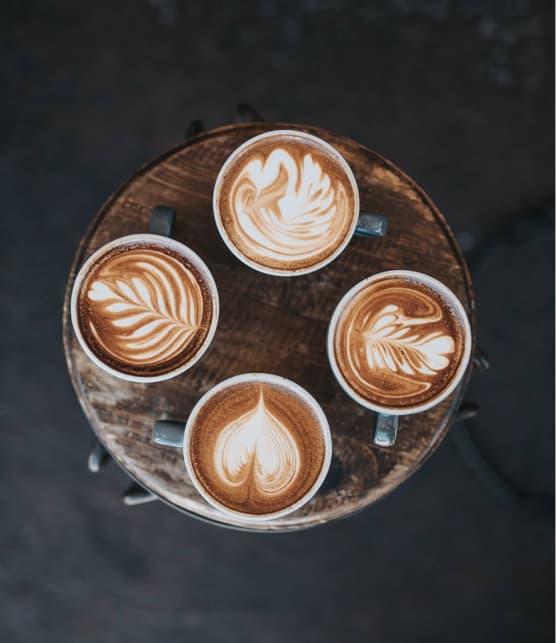 Un café gourmand le jour qui se transforme en bar à vin le soir