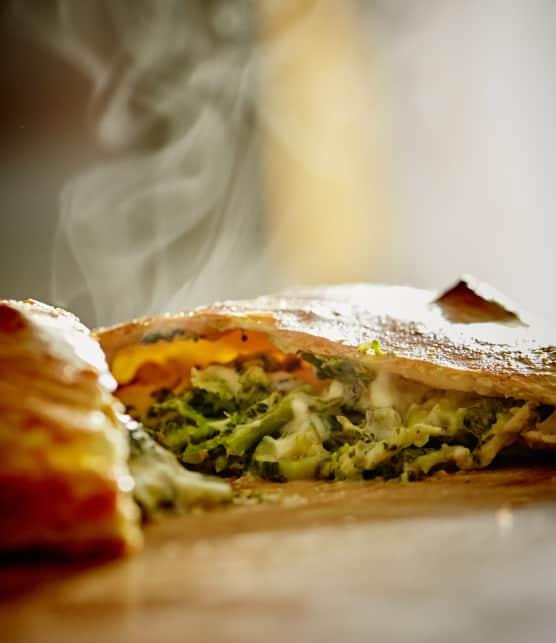 Calzone aux légumes verts et fromage mozarella