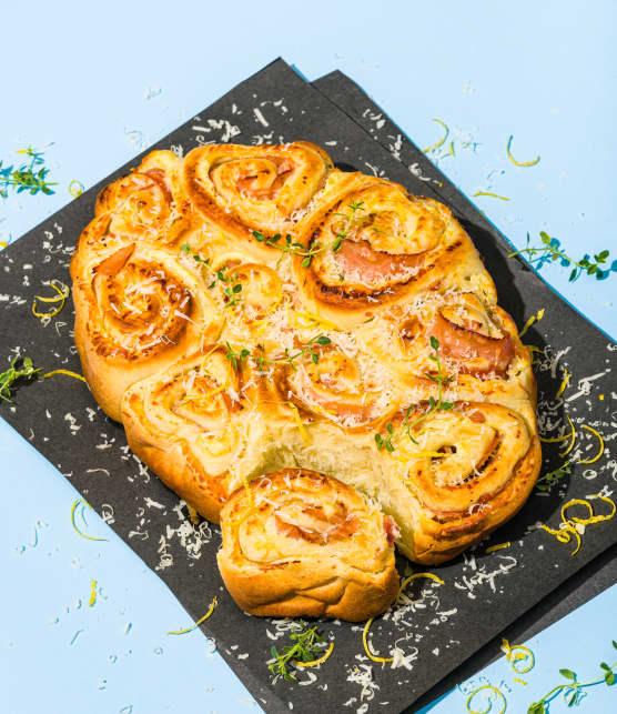 Petits pains briochés au jambon et parmesan