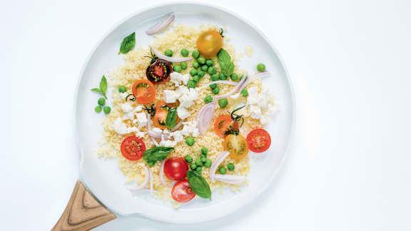 Couscous aux petits pois, tomates cerises, basilic et feta