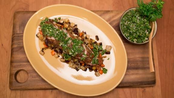 Filet de porc rôti au thym, ragoût de légumes racines et chimichurri
