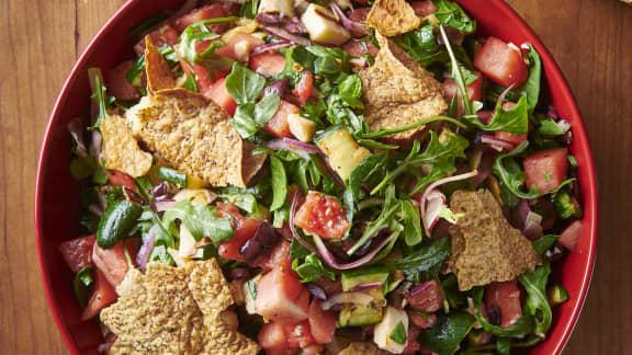 En salade d'été, avec du halloumi