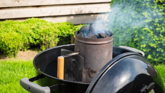 Comment savoir si les briquettes sont prêtes pour la cuisson selon Étienne Régimbal