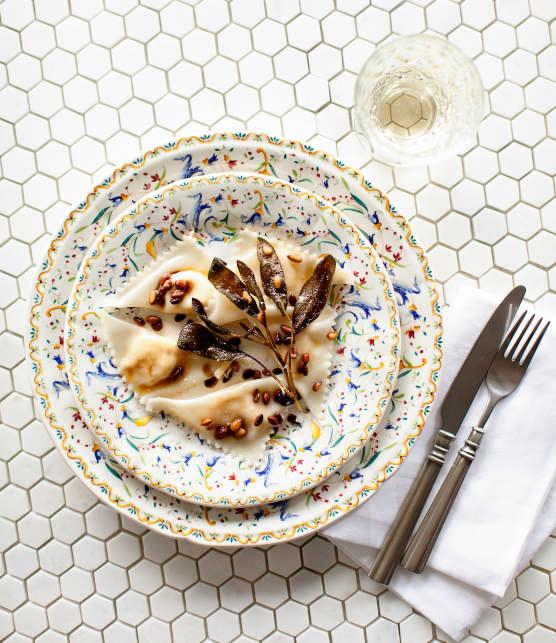 Raviolis de courge Butternut et de ricotta avec beurre brun à la sauge et aux noix de pin