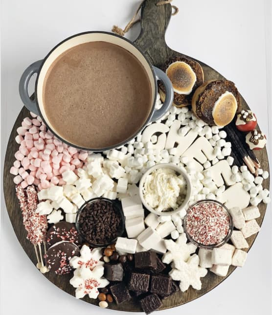 Adoptez la tendance des plateaux de chocolats chauds à faire en famille cet hiver!