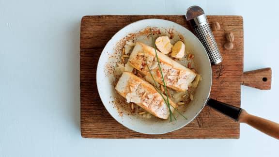 Mercredi : Pavé de flétan poêlé au parmesan et aux pignons