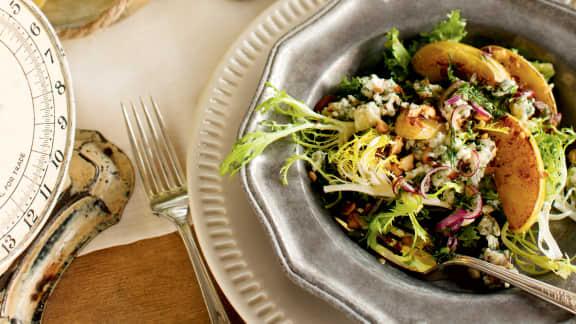 Salade au fromage bleu et pommes caramélisées